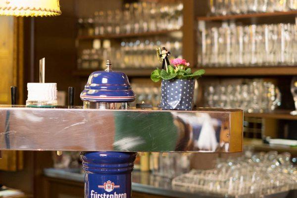 Zum Ochsen Hotel Restaurant Gaststube Zapfhahn